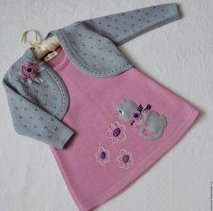 Easy Crochet Patterns, Baby Knitting Patterns, Knitting Designs, Knit Baby Dress, Crochet Baby Clothes, Baby Vest, Baby Cardigan, Baby Dress Design, England Fashion