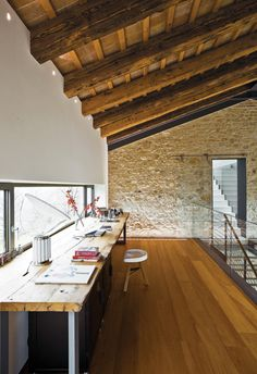wood & stone combined in an Italian farmhouse
