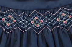 Green and blue tartan hand smocked dress – Artofit Smocking Plates, Smocking Patterns, Dress Patterns, Sewing Patterns, Punto Smok, Smocked Baby Dresses, Smocking Tutorial, Heirloom Sewing, Smock Dress
