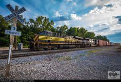 RailPictures.Net Photo: NS 8100 Norfolk Southern GE ES44AC at Birmingham, Missouri by Zach Pumphery