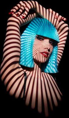 Le Crazy Horse Paris Cabaret Show - Picture 3 Crazy Horse Paris, Le Crazy Horse, Shadow Photography, Still Life Photography, Photography Women, Color Photography, Split Lighting, Cabaret Show, Burlesque Costumes