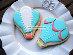 blue pink and yellow hot air balloon cookies from Bambella Cookie Boutique
