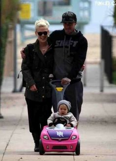 I love Pink and Carey Hart!