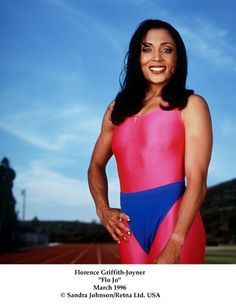 She was the IT GIRL...AND SHE ROCKED! American Athletes, Female Athletes, Women Athletes, Pretty Black, Beautiful Black Women, Amazing Women, Black Girl Magic, Black Girls, Flo Jo