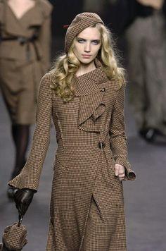 Sonia Rykiel curvy brown houndstooth tweed coat from Paris Fashion week #SoniaRykiel #Coat