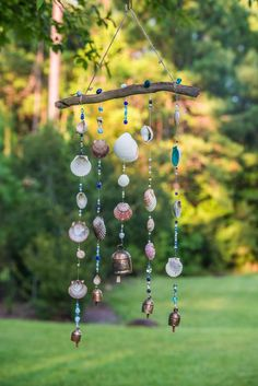 Wind chime - beaded mobile with Brass bells- sun catcher - Seashell Art, Seashell Crafts, Beach Crafts, Seashell Wind Chimes, Driftwood Projects, Diy Art Projects, Driftwood Art, Ideias Diy, Diy Arts And Crafts