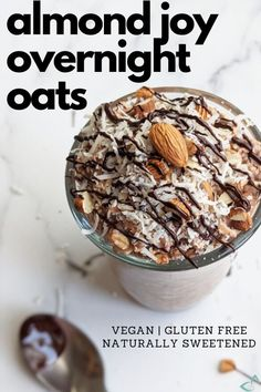 Your favorite candy bar turned into a healthy and delicious breakfast! Made with mostly whole food ingredients to recreate the delicious combination of coconut, almonds and chocolate that make up Almond Joys. It's perfect to meal prep so you can have it made ahead of time and ready to go in the morning for breakfast. #almondjoy #overnightoats #porridge #plantbasedmealprep #veganbreakfast Healthy Vegan Breakfast, Vegan Snacks, Vegan Recipes Beginner, Free Recipes, Vegan Overnight Oats, Dairy Free Chocolate Chips, Plant Based Breakfast, Almond Joy, Vegan Meal Prep