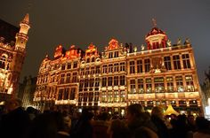 [This week's focus on Brussels] The guild houses at the Grand-Place which forms the central square of the City of Brussels all lighted up during the Christmas month! __________________________ Did you know that this is one of the most beautiful squares in Europe with architecture from 3 different eras (Baroque Gothic and Louis XIV) ? __________________________ : Sony RX100III @sonymalaysia #AllisonTravels #Brussels #GrandPlace #visitbrussels #unescoworldheritage