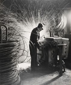 Photograph by Maurice Broomfield, 'Somerset wire company, wire manufacture', gelatin silver print (large size). Victoria And Albert Museum, Ecole Design, 60s Art, Corporate Photography, White Photography, Fashion Photography, Factory Worker, Art Gallery, Working Drawing