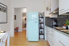 Geladeira colorida na cozinha: personaliza e alegra o ambiente