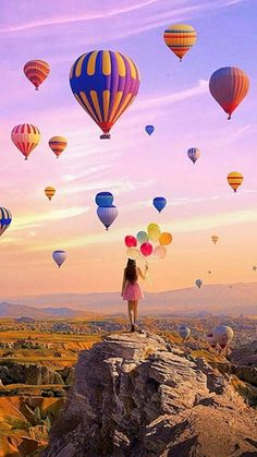 It's the possibility of having a dream come true that makes life interesting 🎈 Come say hi on as well! Balloons Photography, Cute Photography, Types Of Photography, Creative Photography, Air Balloon Rides, Hot Air Balloon, Nature Pictures, Travel Pictures, Balloon Pictures