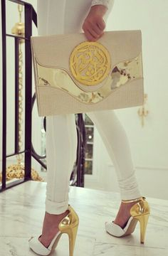 OMGoodness!!! Love the gold & white details #fashion #style