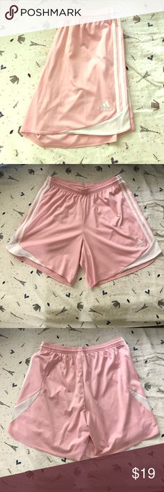 Adidas Short Barely worn. Excellent condition. No stains. Adidas Shorts