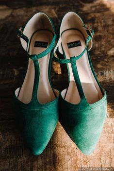 21 Green Wedding Ideas That Are Fueling Our Latest Color Crush - green, suede wedding shoes  {Luckybird Photography}