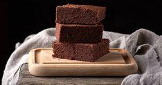 Talianska odpoveď na brownies vsebe okrem čokolády akávy ukrýva tiež voňavé arašidy akvapku rumu. Baked Goods, Tiramisu, Gluten Free, Baking, Healthy, Sweet, Desserts, Food, Pastries