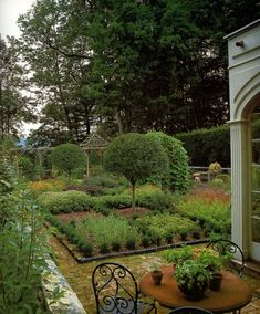 the Parterre Garden, Litchfield County estate of Bunny Williams Backyard Vegetable Gardens, Potager Garden, Garden Landscaping, Outdoor Gardens, Small Gardens, Herb Garden, Espalier, Edible Garden, Garden Spaces