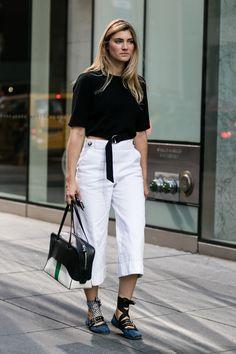 street style new york fashion week printemps ete 2017 112 New York Street Style, Stylish Street Style, Spring Street Style, Street Look, Street Style Looks, Street Style Women, Spring Summer Fashion, Rachel Zoe, New York Fashion Week 2017