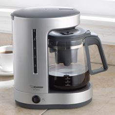 The Zojirushi zutto drip coffeemaker is a simple coffee maker that produces quality coffee with not much hustle. Top Rated Coffee Makers, Small Coffee Maker, Best Drip Coffee Maker, Coffee Maker Reviews, Coffee Maker Machine, Coffee Machines, Zojirushi Coffee Maker, Cappuccino Maker, Best Espresso Machine