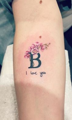 Buchstabe B Tattoo - Buchstabe B Tattoo Initial B Tattoo - Initial Wrist Tattoos, Flower Wrist Tattoos, Dainty Tattoos, Pretty Tattoos, Love Tattoos, Picture Tattoos, Small Tattoos, In Memory Tattoos, Mini Tattoos