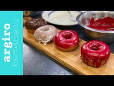 Ντόνατς στο φούρνο από την Αργυρώ Μπαρμπαρίγου | Αφράτα, χρωματιστά donuts με υπέροχο γλάσο. Βάλτε και τα παιδιά στην κουζίνα και παίξτε με τη διακόσμηση! Greek Recipes, Doughnut, Donuts, Sweet Tooth, Pudding, Sweets, Cooking, Desserts, Food