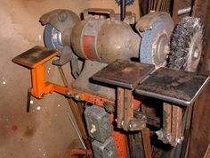 Homemade bench grinder rests fabricated from hot rolled bar stock and utilizing carriage bolts as pivots. Homemade Bench, Homemade Forge, Homemade Tools, Knife Grinder, Belt Grinder, Grinder Stand, Metal Working Tools, Old Tools, Welding Workshop