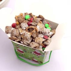 Make sure to feed Santa's Reindeer with this fun Reindeer Chow! Then package up the leftovers for them to take it to-go! #appetizersforchristmasparty
