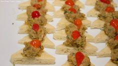 Crostini de catado de siri levemente picante - Captains Buffet. #wedding #casarnapraia #casarembuzios #buffet #buzios