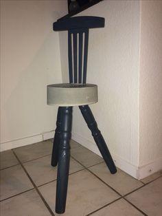 Støbt stol med bord ben og ryglæn