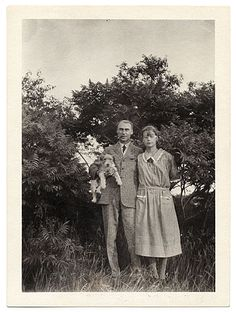 Citation: Walt and Brenda Kuhn at Ogunquit, 1926 or 1927 / unidentified photographer. Walt Kuhn, Kuhn family papers, and Armory Show records, Archives of American Art, Smithsonian Institution.