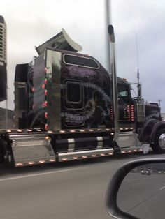 The most pimped out semi in all the land by Minarae, via Flickr