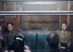 Khung khí yên ắng trên một chuyến tàu ở thủ đô.