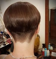 Outstanding Super Bowl hairstyles tips are offered on our internet site. Check it out and you will not be sorry you did. Short Stacked Wedge Haircut, Short Wedge Hairstyles, Edgy Short Haircuts, Stacked Bob Hairstyles, Pixie Haircuts, Pixie Hairstyles, Short Hair Back View, Short Grey Hair, Short Hair Cuts