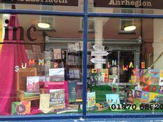 Ffenest Siop / Shop window