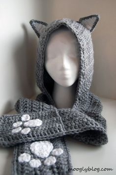 Crochet Hoodies Cuddly Cat Crochet Hoodie Scarf with Pockets - free pattern for kids and adults! - It's a hat and scarf in one - with pockets! This free crochet scoodie pattern combines a warm winter hat and scarf with lots of fun and animal magnetism! Chat Crochet, Crochet For Kids, Diy Crochet, Crochet Crafts, Crochet Projects, Crochet Hats For Cats, Crochet Wolf, Crochet Animal Hats, Diy Crafts