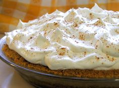 - Bananas Foster Cream Pie Bananas Foster Pie (Grace Kuo we should try this! I hope it& as good as Texas de Brazil& Banana Foster Pie Recipe, Great Desserts, Dessert Recipes, Mini Desserts, Dessert Ideas, Yummy Recipes, Baking Recipes, Delicious Desserts, Blog Patisserie
