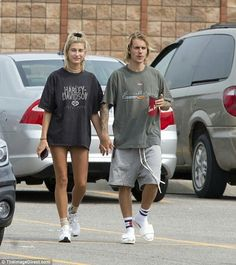"""Hailey Baldwin and Justin Bieber in Stratford, Ontario. (August 📸 via Daily Mail (©TheImageDirect. Hailey Baldwin Updates, Hailey Baldwin Style, Hayley Bieber, Haily Baldwin, Justin Bieber Outfits, Cowgirl Style Outfits, Justin Hailey, Billie Joe Armstrong, My Idol"