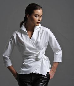 Stunning Range of Women's White Blouses, Formal Shirts & White Business Shirts. View Online & Get Off Today White Shirts Women, White Women, Ladies White, Cotton Blouses, Shirt Blouses, Black Leather Leggings, Look Fashion, Womens Fashion, Crisp White Shirt