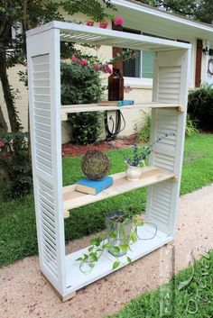 shutter bookshelf 2.1 Plastic Shutters, Diy Shutters, Repurposed Shutters, Bedroom Shutters, Shutter Shelf, Shutter Doors, Shutter Images, Shutter Projects, Wood Projects