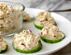 clean eating These tuna salad cucumber bites are made with a homemade coconut oil mayo, which is full of paleo friendly healthy fats. Perfect for lunch or snacking. Paleo Snack, Keto Snacks, Low Carb Recipes, Cooking Recipes, Healthy Recipes, Drink Recipes, Snacks Recipes, Smoothie Recipes, Delicious Recipes