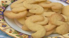 A speciality of Leicestershire, these Bosworth Jumbles biscuits are sweet, with a lemon tang. Perfect for tea time. Cooked by Adrian Edmondson on Ade In Britain.