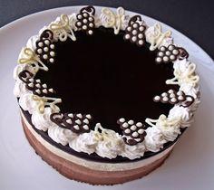 A csokoládé és a vörösbor nagyon jó párost alkot, ennél a tortánál a bor zselé formában jelenik meg.         Hozzávalók 18 cm á...