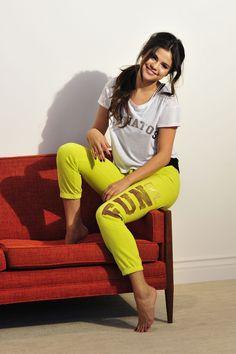 Selena-Gomez-Feet-1389573.jpg 2.100×3.150 píxeles