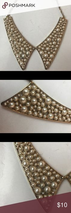 Pearl Collar Necklace Collar-style gold necklace with faux pearls. Forever 21 Jewelry Necklaces