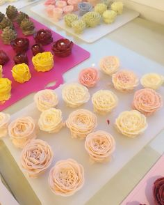. Now, Better class in Taiwan ! Its like a butter cream flowers factory  . www.better-cakes.com #buttercream#cake#Taiwan#baking#koreanbuttercream#bettercake#버터크림케이크#베러케이크#yummy#flower#꽃#sweet#플라워케익#foodporn#birthday#wedding#디저트#foodie#dessert#버터크림플라워케이크#follow#food#koreancake#beautiful#flowerstagram#instacake#like#꽃스타그램#taipei#instafood#