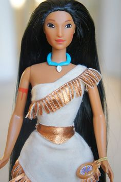 Pocahontas Barbie if I remember right her dress changed colors in the sun Barbie I, Barbie World, Barbie Sets, 90s Childhood, My Childhood Memories, Disney Pocahontas, Disney Princess, 90s Girl, Disney Dolls