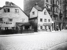 Haidhausen, Wiener Platz, ca. 1890 The houses left and right are still standing today :-)