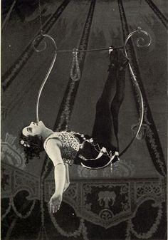 vintage aerial hoop. i want that!