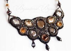 Maxicolar Evita em couro bordado com cristais - R$119.00