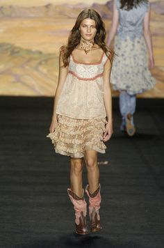 Anna Sui - New York Spring 2005...oh how i love those boots!!!