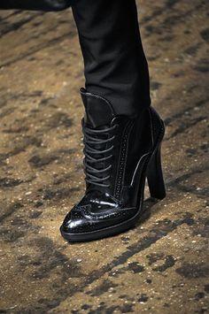 Botas recortadas e loafers dividem atenção nos desfiles de NY | Chic - Gloria Kalil: Moda, Beleza, Cultura e Comportamento